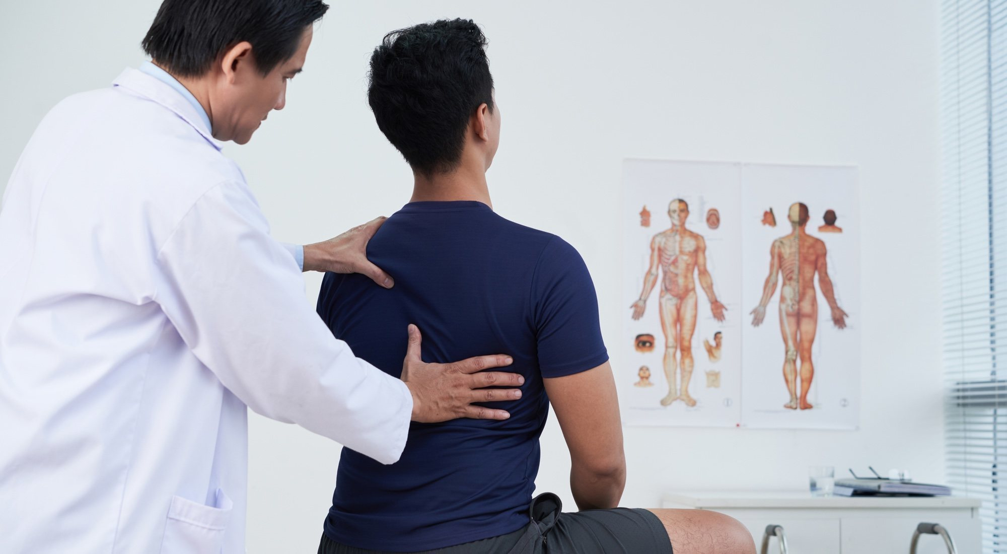 ¿Cuándo debes ir a un quiropráctico? ¿Cómo trabaja?