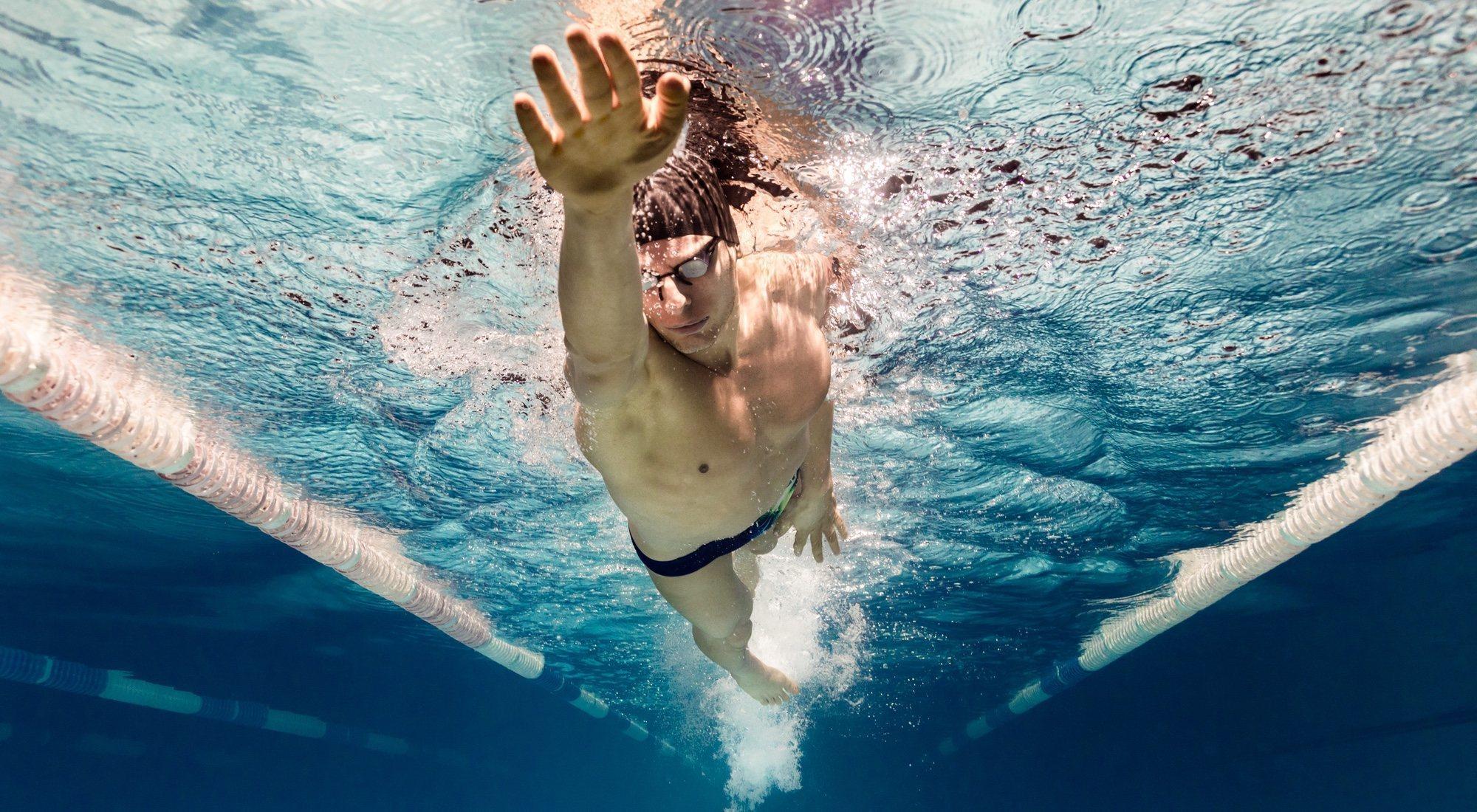 La mejor rutina de natación para el verano