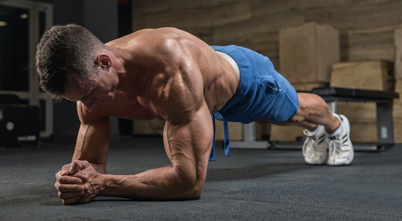 Ejercicio de plancha o plank: cómo se hace y beneficios
