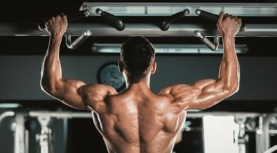 Aprende a hacer dominadas: ejercicios y beneficios