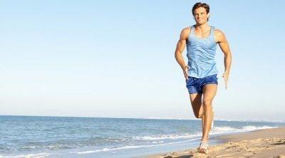 Correr en la playa: beneficios, precauciones y consejos