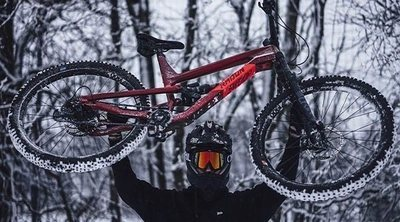Practicar ciclismo con nieve, niebla, lluvia o calor: consejos