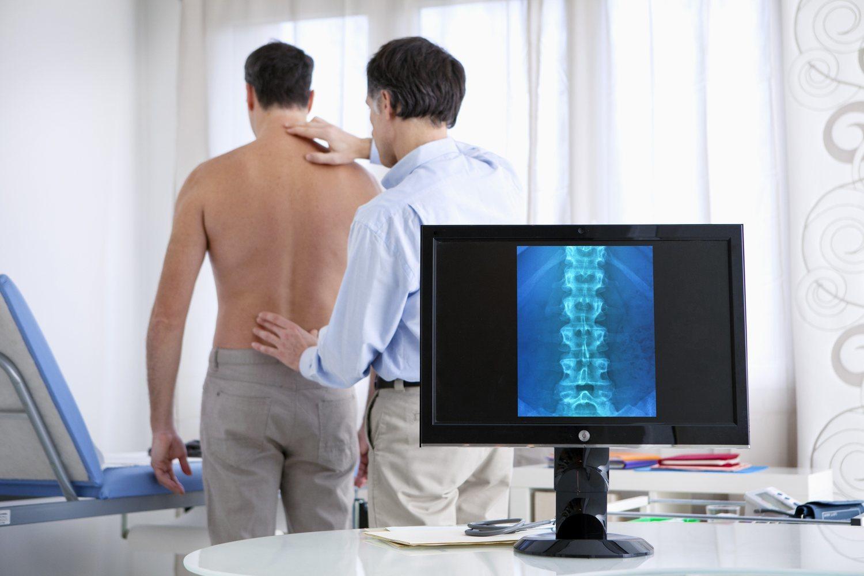Si la lumbalgia persiste varias semanas es conveniente que consultes con un especialista que hará más pruebas.