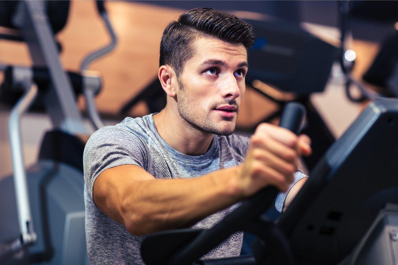 El ejercicio cardio es uno de los más efectivos para quemar grasas y perder peso.