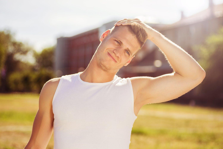 Realizar simples ejercicios de cuello te pueden ayudar a evitar o aliviar una contractura cervical.