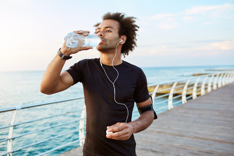 Beber agua en abundancia es fundamental para perder peso y mantener lo perdido.