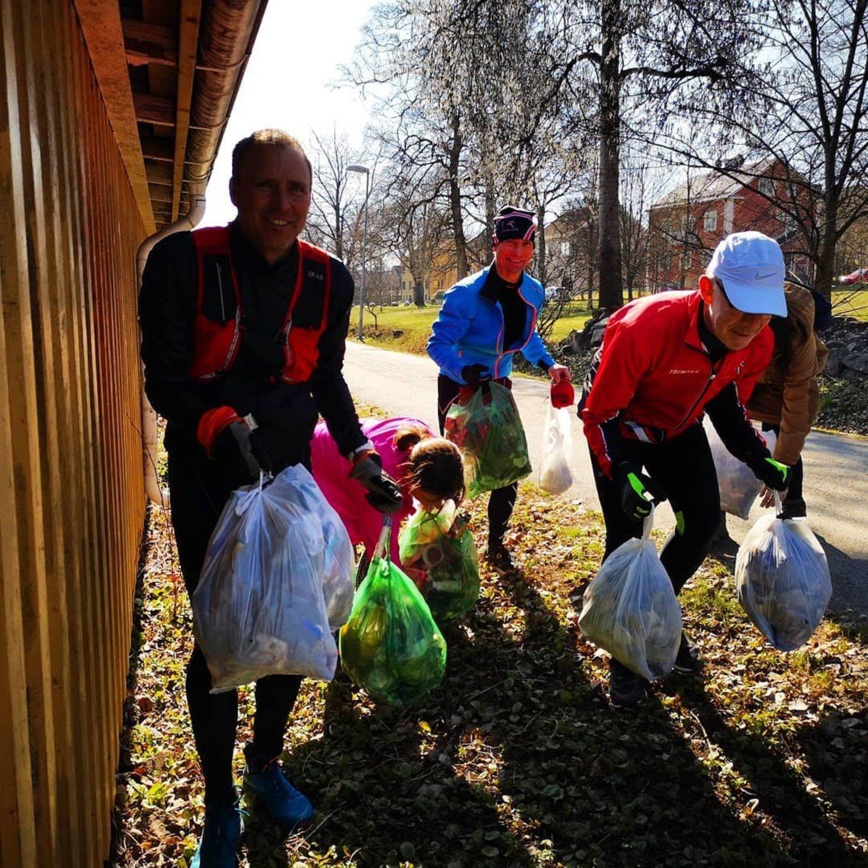 El 'plogging' permite realizar ejercicio y mantener limpio el medioambiente.