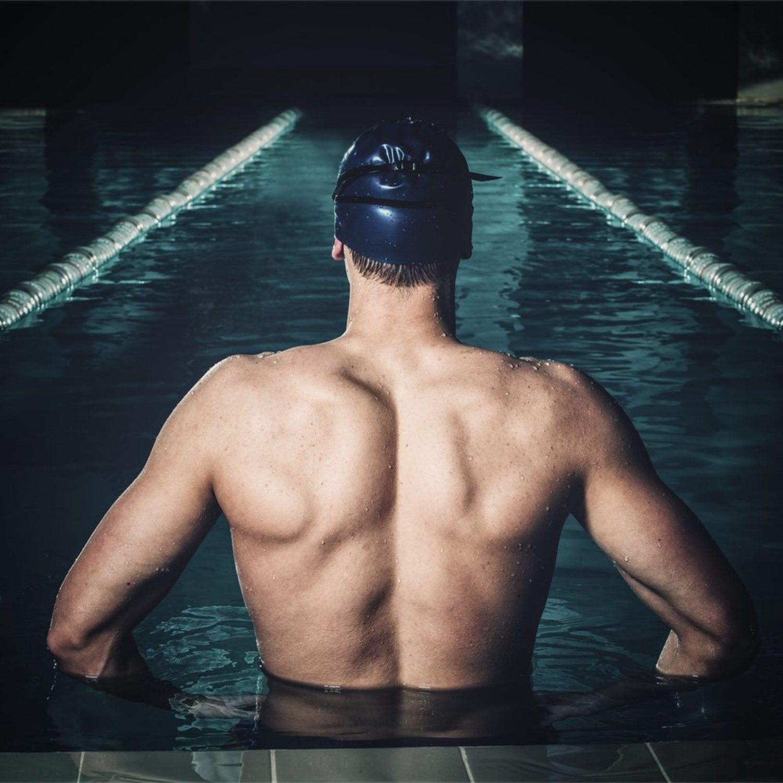 La espalda de nadador es un efecto muy positivo de este ejercicio