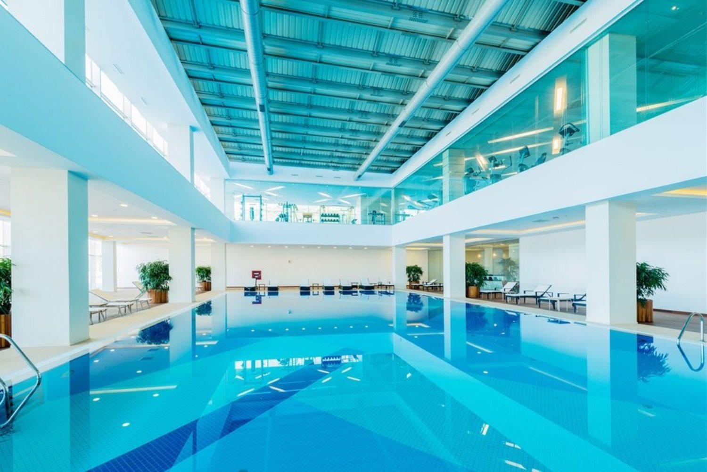 Muchos polideportivos cuentan ya con piscina, y zona de relajación