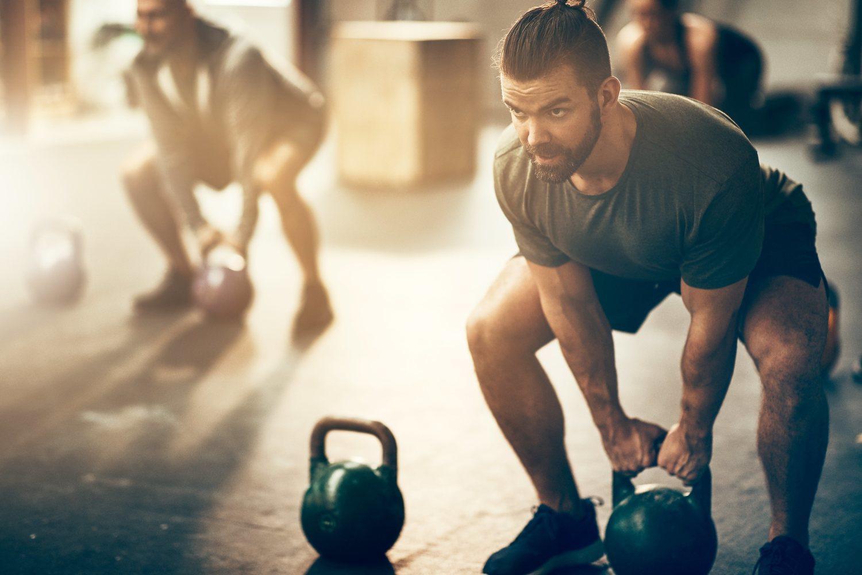 La alta intensidad del CrossFit es el orgien de sus principales ventajas y desventajas: los rápidos resultados y el alto ratio de lesiones.