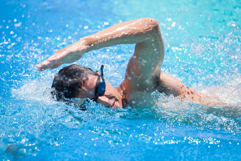 El nado a crol es utilizado por numerosos nadadores profesionales en las pruebas de estilo libre ya que es el estilo más rápido de todos.