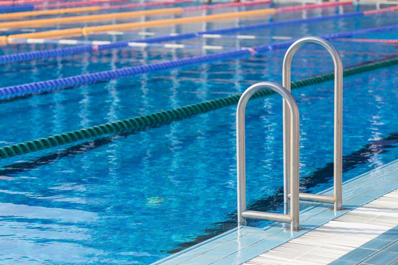 ¡Ojo! No todas las piscinas son iguales. Las olímpicas tienen 50 metros de largo y 21 de ancho, como mínimo. Tener en cuenta este dato es importante para adaptar los ejercicios descritos.