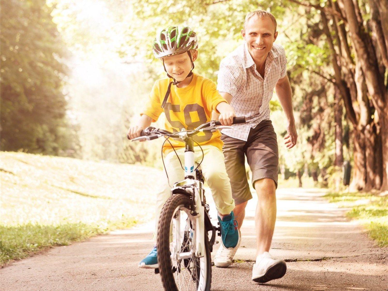 Los primeros pedaleos solo son un momento muy bonito de la infancia de los hijos