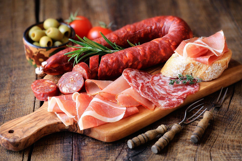Mucho cuidado con las carnes procesadas, también se han asociado con el aumento de riesgo de cáncer.