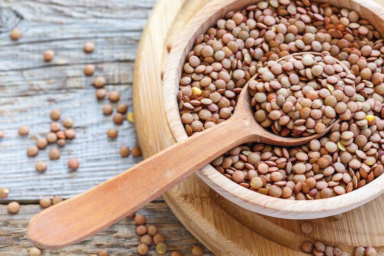 Una taza de lentejas puede contener hasta 18 gramos de proteínas.