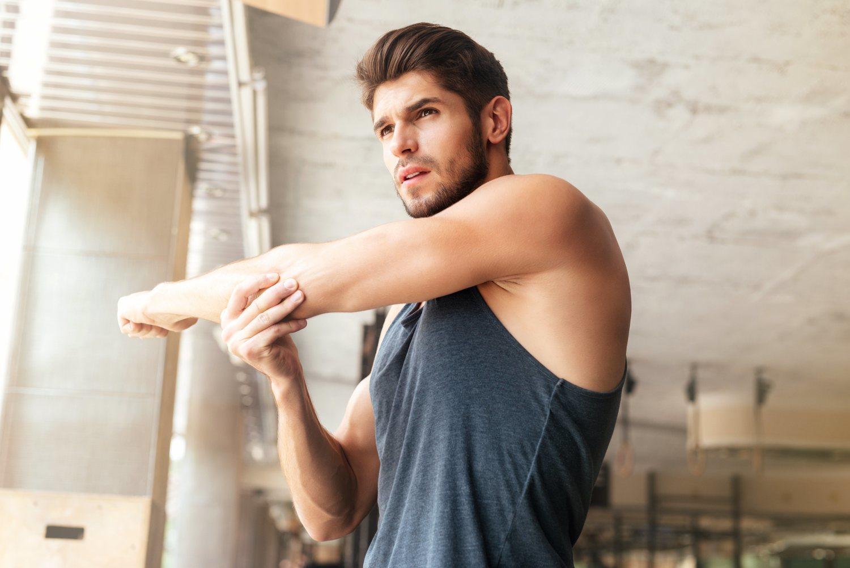 El estiramiento es fundamental para proteger brazos, hombros y codos.