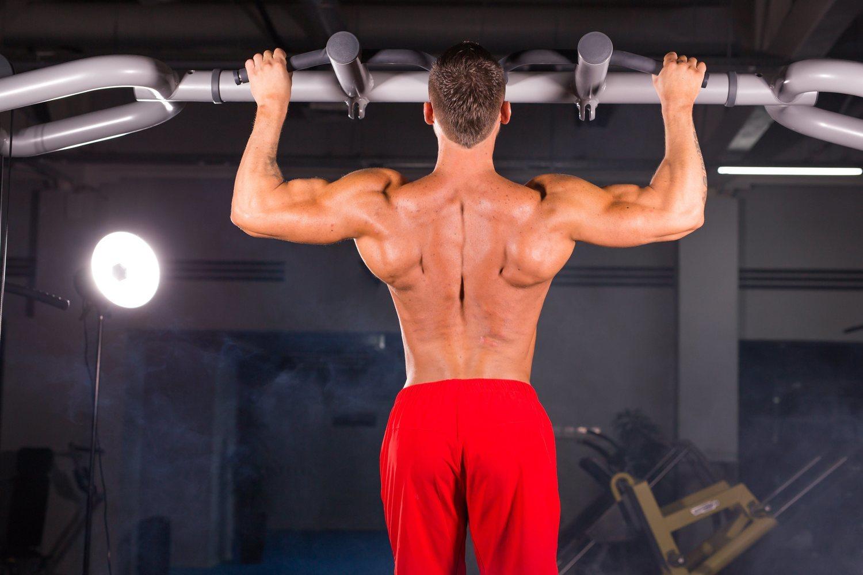 Los pullover en barra son uno de los ejercicios calisténicos más populares y a la vez complicados de realizar.