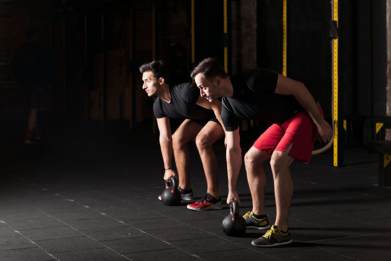 Los mejores gimnasios de Madrid ofrecen también clases con entrenadores para ayudarte a mejorar y evitar las lesiones.