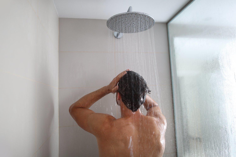 Una buena ducha fría calmará tu dolor y ayudará a tus músculos.