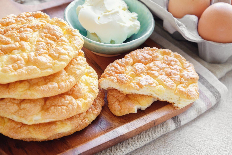 El pan nube puede ser un buen sustituto del pan normal dentro  de la dieta keto.