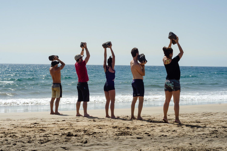 La playa, el parque o cualquier hábitat natural del ser humano es un terreno propicio para practicar el paleotraining.