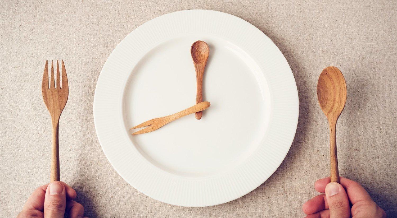 La dieta fasting se basa en ayunos de 16 horas para bajar de peso.