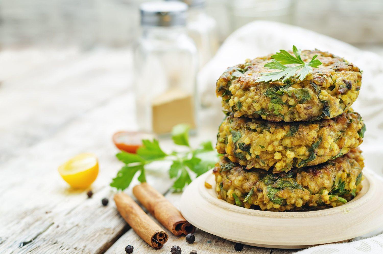 Existen multitud de productos especialmente enfocados para veganos que intentan emular la forma y el sabor de otros.