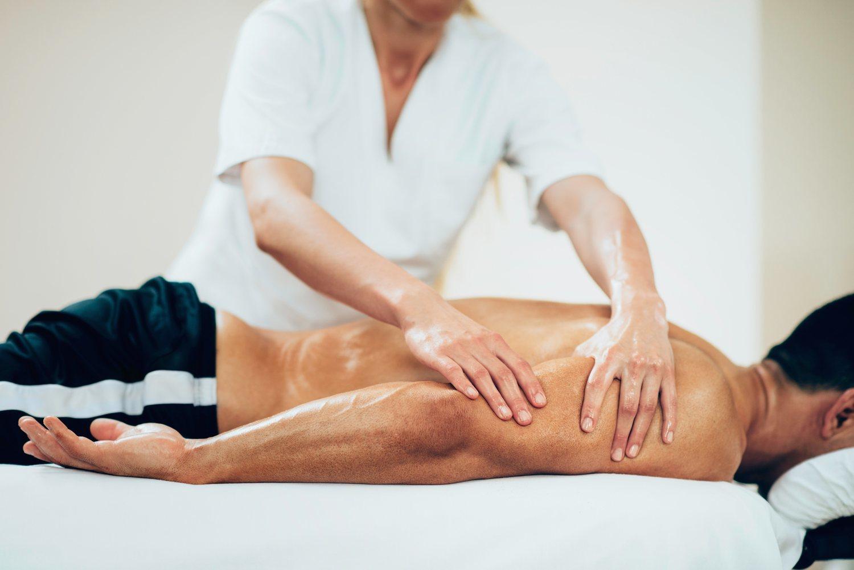 Muchos incluyen sesiones de masaje para recuperarse tras los entrenamiento.
