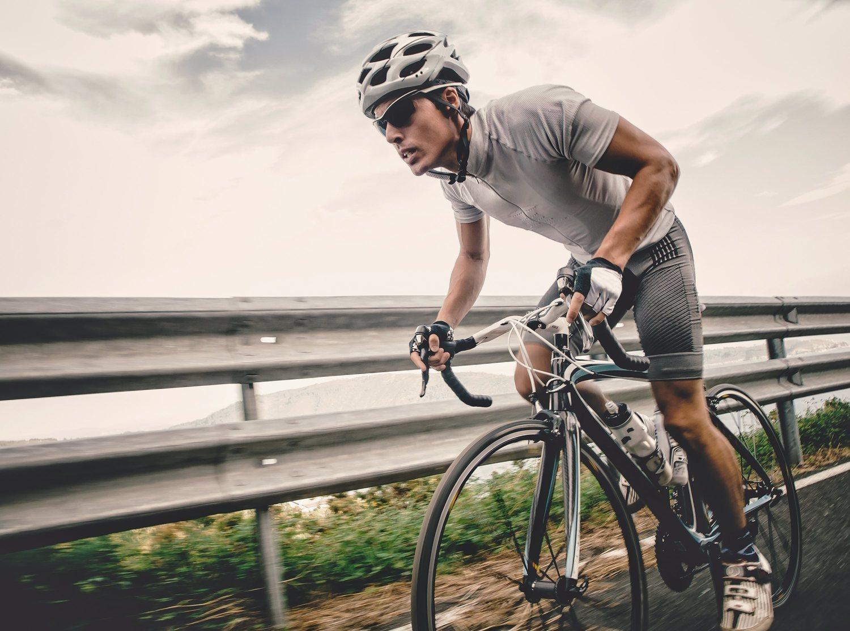 La bicicleta, uno de los ejercicios fundamentales para tus cuádriceps.