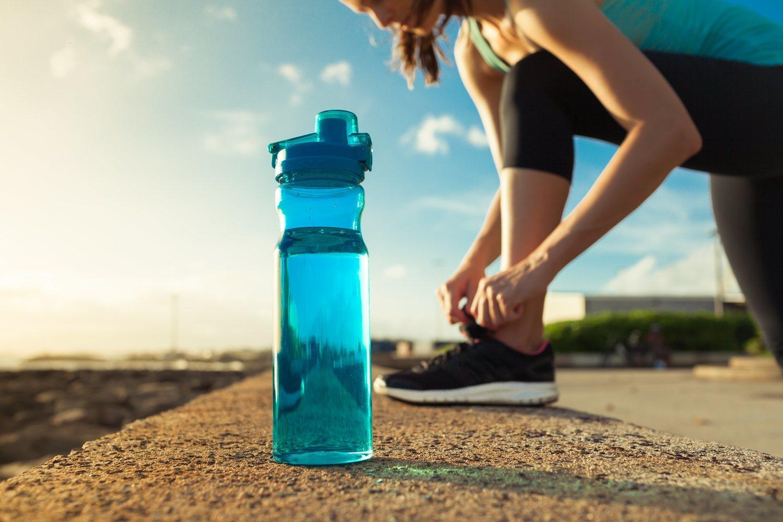 No olvides hidratarte y descansar entre bloques de ejercicios.