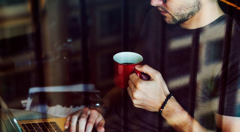 Las prisas del trabajo nos llevan a basar nuestro desayuno en una taza de café.