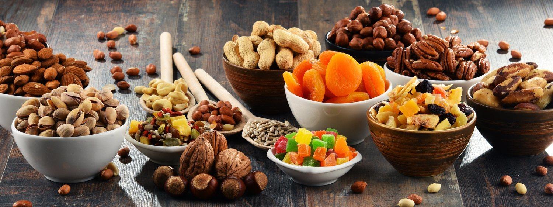 Tanto los frutos secos como las frutas deshidratas tienen grandes beneficios para la dieta si hacemos ejercicio.