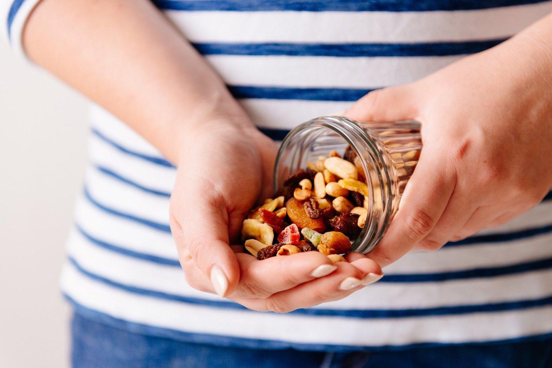 Lo que nos quepa en la mano, entre 20 y 30 gramos, es lo máximo que debemos comer de frutos secos al día.