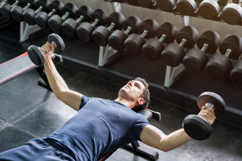 Las mancuernas son un accesorio muy completo que, principalmente, ayuda a fortalecer los brazos.