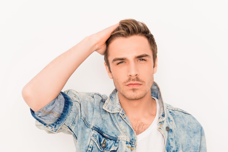 Las vitaminas no sólo fortalecen el cabello, también ayudan a eliminar la temida caspa.