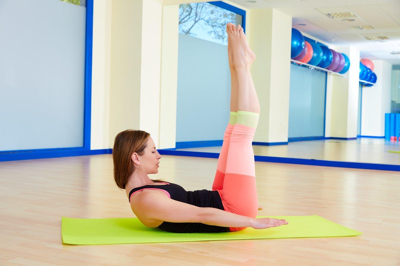 La postura Hundred de pilates es una de las recomendadas para iniciarse en su práctica.